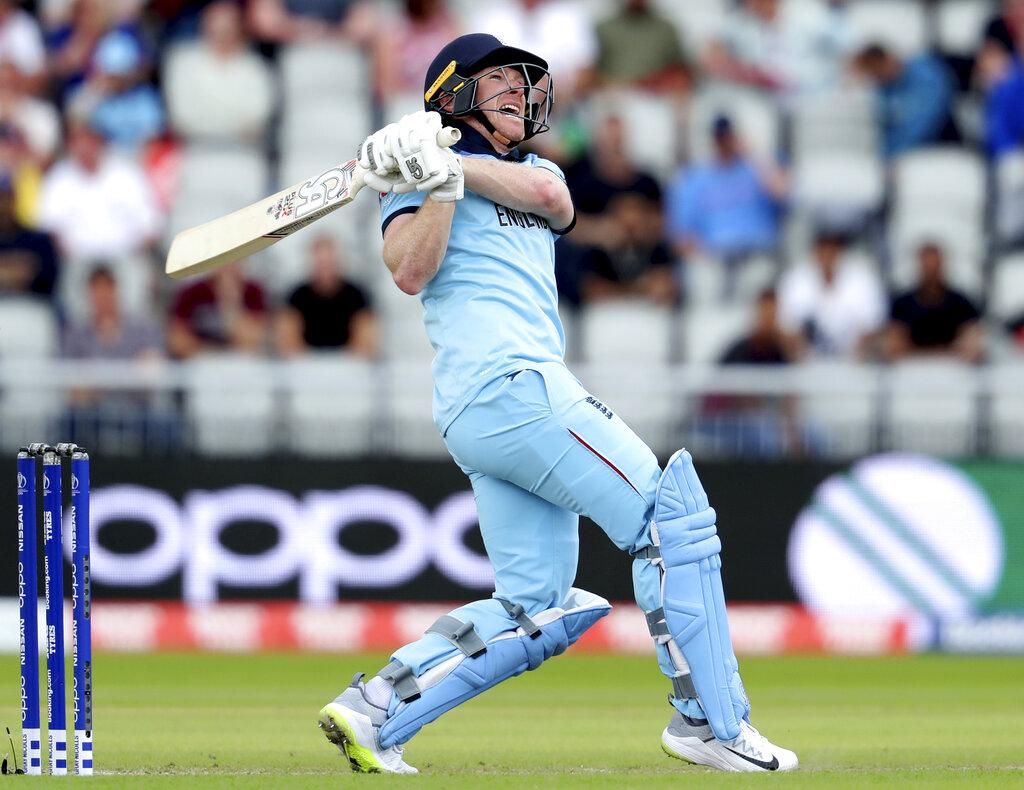 मॅंचेस्टरच्या ओल्ड ट्रैफर्ड मैदानावर इंग्लंडचा कर्णधार इयॉन मॉर्गननं अफगाणिस्तान विरोधात धडाकेबाज फलंदाजी केली. मॉर्गननं 71 चेंडूत 148 धावांची तुफान खेळी केली. त्यानं केवळ षटकारांच्या जोरावर ही शतकी खेळी केली. मॉर्गननं या सामन्यात चक्क 17 षटकार लगावले.