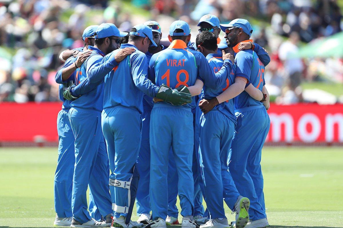 आयसीसी वर्ल्ड कपमध्ये भारत वगळता इतर सर्व संघांनी एक-एक सामना खेळला आहे. तरी, भारतीय संघ गुणतालिकेत सातव्या क्रमांकावर आहे. दरम्यान भारताचा पहिला सामना बुधवारी दक्षिण आफ्रिकेविरोधात होणार आहे. मात्र विराट पुढे संकट आहे ते प्लेईंग इलेव्हनचे.