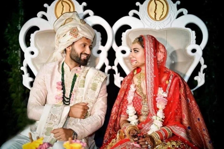 हिंदू रीतिरिवाजानुसार लग्न केल्यानंतर निखिल आणि नुसरतनं ख्रिश्चन पद्धतीनंही लग्न केलं. त्यांच्या या ख्रिश्चन वेडिंगचे फोटो नुसरतनं तिच्या सोशल मीडियावर शेअर केले आहेत.
