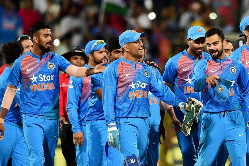 भारताच्या पहिल्या सामन्याआधी माजी क्रिेकेटपटू सुनील गावस्कर यांनी भारताचा जय-पराजय खेळपट्टीवर अवलंबून असेल असं म्हटलं आहे. खेळपट्टीवर हिरवळ नसेल आणि संघाने पहिल्यांदा फिल्डिंग केली तर भारत सामना जिंकू शकतो.