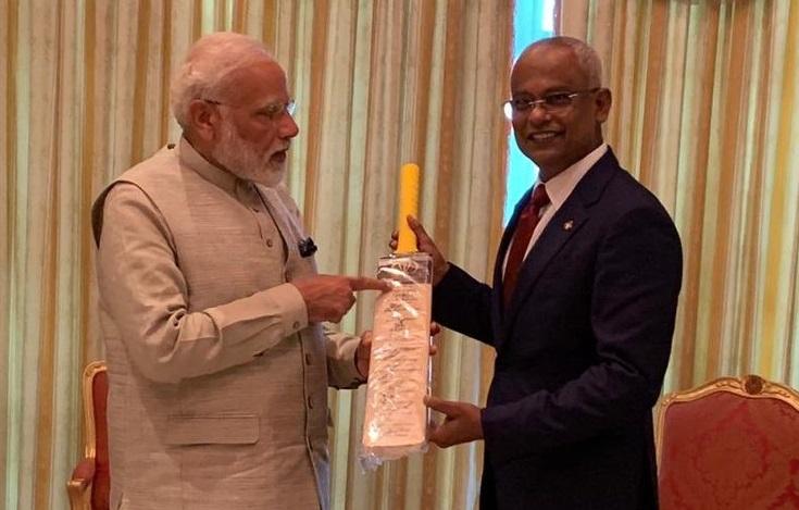 परराष्ट्र सचिव विजय गोखले यांनी मोदींच्या दौऱ्याआधी सांगितले होते की भारत क्रिकेटमध्ये मालदीवला मदत करू शकतो. त्यात त्यांना स्टेडियम बांधण्यासाठीच्या आर्थिक मदतीचाही समावेश असेल. भारताकडून मालदीवला दिलेल्या प्रस्तावात त्यांच्या देशातील खेळाडूंना भारतात प्रशिक्षण देण्याचाही विचार आहे. याशिवाय इतर स्टाफलाही प्रशिक्षण दिलं जाईल. आयसीसीनं मालदीवला 2019 मध्ये असोसिएट मेंबरचा दर्जा दिला आहे.