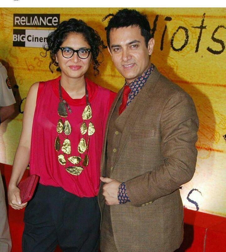 अभिनेता आमिर खान आणि किरण राव ही सध्या बॉलिवूडमधील यशस्वी जोडी आहे. पण किरण ही आमिरची दुसरी पत्नी आहे. याआधी आमिरनं रिना दत्ताशी लग्न केलं होतं पण किरण आणि रिना एकमेकींच्या चांगल्या मैत्रीणी आहेत.