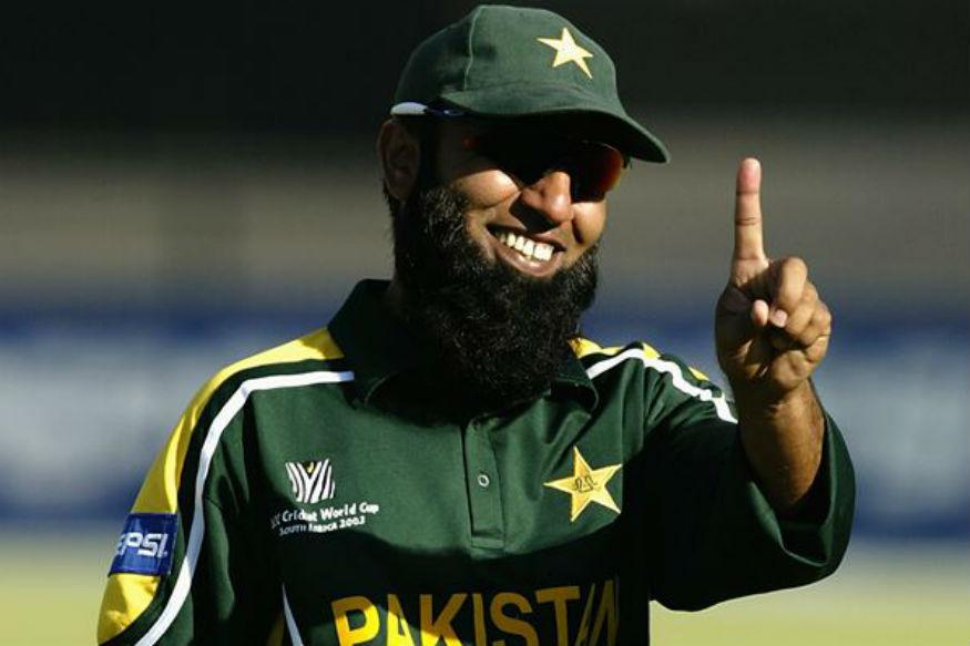 दुसरा सलामीवीर म्हणून पाकिस्तानच्या सईद अन्वरचे नाव घेतले आहे. या जागी भारताचा स्फोटक फलंदाज सेहवागची स्पर्धा अन्वरशी होऊ शकते पण एकदिवसीय क्रिकेटमध्ये काही प्रमाणात सईद वरचढ ठरतो.