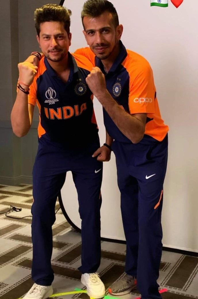 इंग्लंडला त्यांच्याच जर्सीत खेळण्याची मुभा आहे. वर्ल्ड कपचे यजमानपद इंग्लंडकडे असून त्यांना आहे त्या जर्सीत खेळता येणार आहे. आतापर्यंत भारताने वर्ल्ड कप स्पर्धेत निळ्या रंगाची जर्सी घातली पण इंग्लंडचीही जर्सी निळ्या रंगाची असल्यामुळे भारताला जर्सीचा रंग बदलावा लागणार आहे.