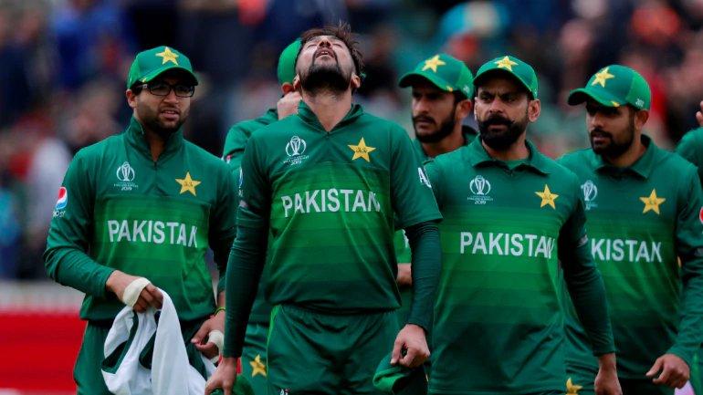 पाकिस्तानच्या गोलंदाजांना ऑस्ट्रेलियाच्या सलामी फलंदाजांना लवकर बाद करता आले नाही. परिणामी त्यांनी 300चा आकडा पारा केला. त्यामुळं भारताविरोधात सलामीची जोडी फोडणे पाकिस्तानला गरजेचे आहे.