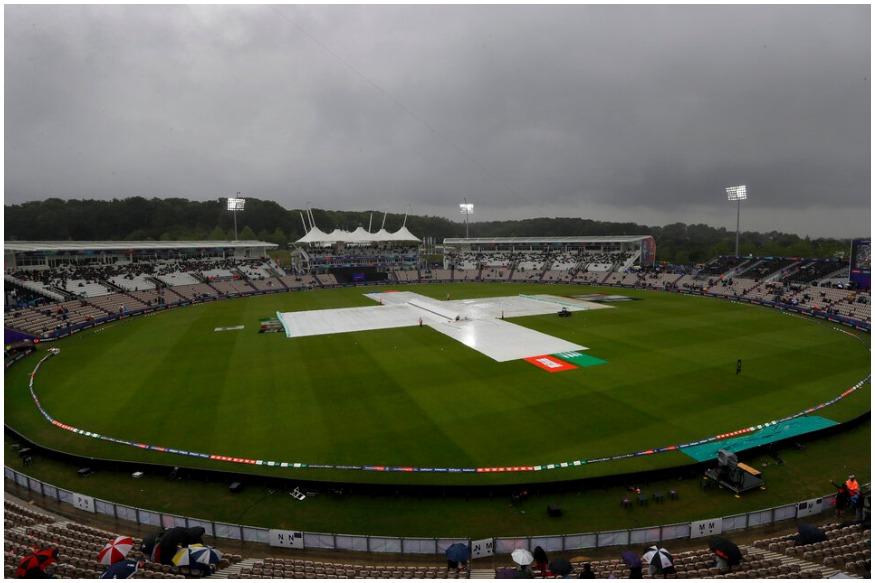गेलने असं म्हटलं खरं पण त्यावर पावसाने पाणी फेरलं आहे. पावसामुळे सामना थांबवण्यात  आला असून आफ्रिकेच्या 7.3 षटकांत 2 बाद 29 धावा झाल्या आहेत.