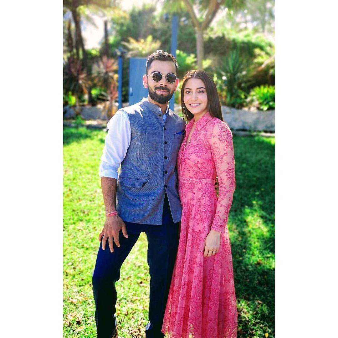 बीसीसीआयच्या नव्या नियमानुसार वर्ल्डकप दरम्यान क्रिकेटर्सच्या पत्नींना त्यांच्यासोबत केवळ 15 दिवस थांबता येणार आहे. त्यामुळे अनुष्का आता विराटला या महिन्याच्या शेवटला भेटणार आहे.