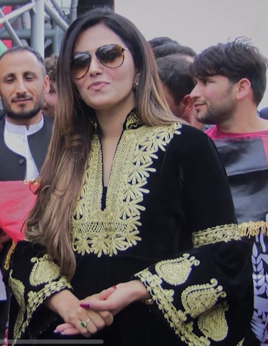 दीवा ट्विटरवर चांगली अॅक्टिव्ह असते. तिनं अफगाणिस्ताच्या दुतवासाकरिताही काम केले आहे. तिचे ट्विटरवर सध्या 50 हजार फॉलोवर्स आहेत.