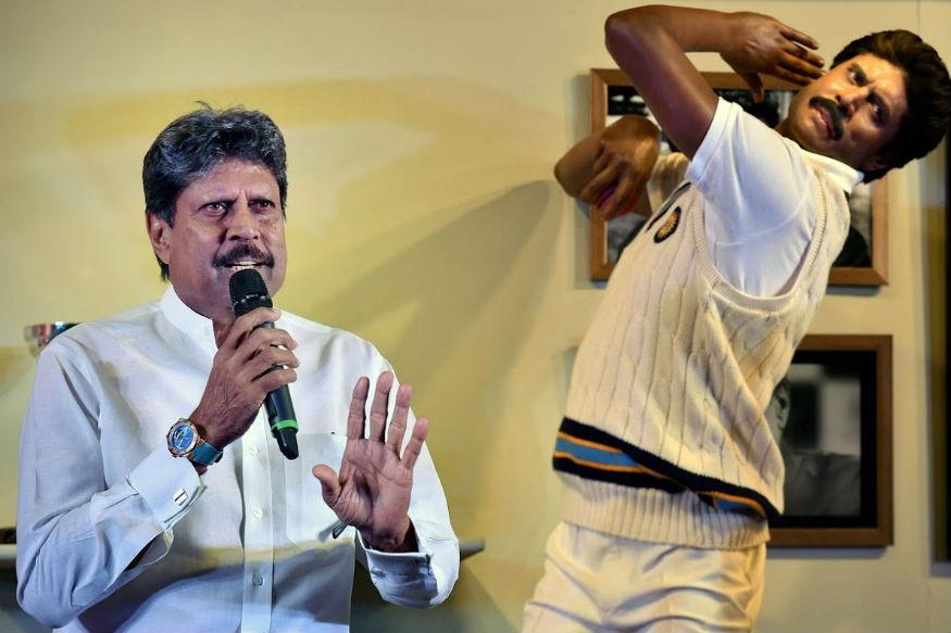 भारताला पहिला वर्ल्ड कप जिंकून देणाऱ्या संघाचे कर्णधार कपिल देव सुद्धा या संघात असतील. त्यांना कर्णधार म्हणून नाही मात्र अष्टपैलू खेळाडू म्हणून टाइम्सने संघात स्थान दिलं आहे.