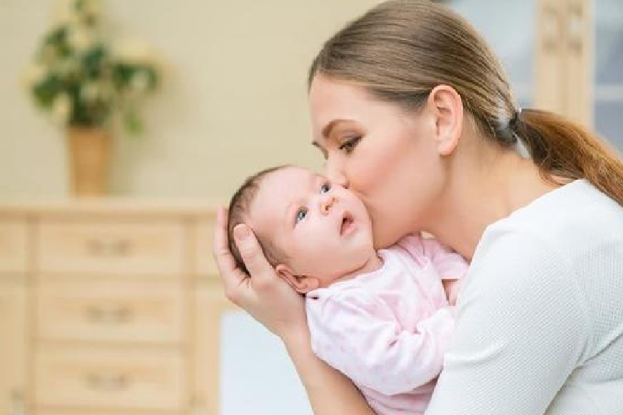 बाळाला पाजताना दूध कमी येत असल्यास बाळंतिणीने अळूची भाजी खावी.