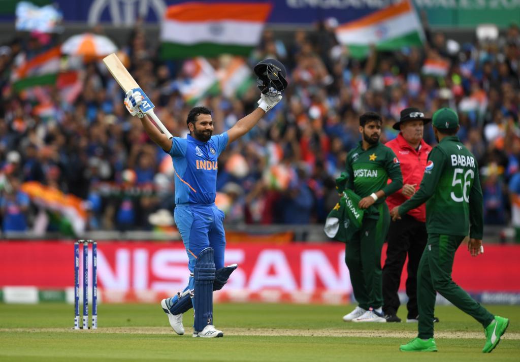 तर, रोहित शर्मानं महेंद्रसिंग धोनीचा सर्वात जास्त षटकार मारण्याचा विक्रम मोडला. आंतरराष्ट्रीय क्रिकेटमध्ये धोनीनं 355 षटकार लगावले होते, तर रोहितच्या नावावर आता 358 षटकार आहेत.