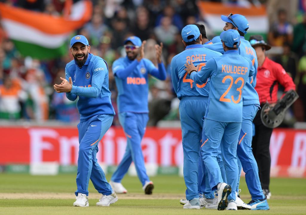 वर्ल्ड कपमध्ये भारतीय संघानं पाकिस्तानला नमवण्याचा रेकॉर्ड कायम राखला आहे. यापूर्वी भारतानं पाकिस्तानला 1992च्या वर्ल्ड कपमध्ये 43 धावांनी, 1996 साली 39 धावांनी, 1999 मध्ये 47 धावांनी, 2003 मध्ये 6 विकेट्सने, 2011मध्ये 29 धावांनी आणइ 2015 मध्ये 76 धावांनी पराभूत केले होते. यात विराटसेननं 10 रेकॉर्ड आपल्या नावावर केले आहे.