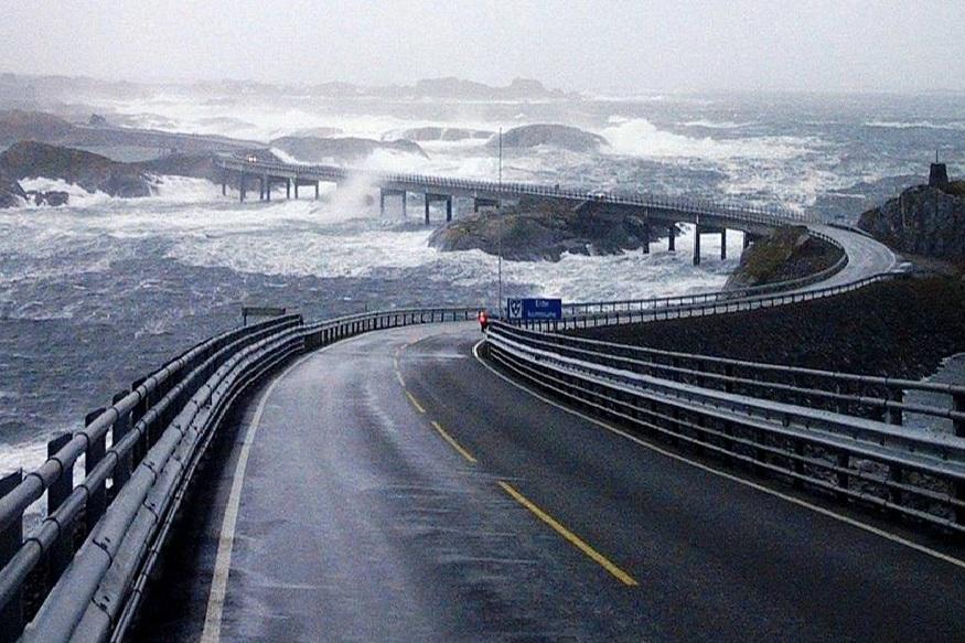हा माहामार्ग जिथे संपतो त्यापुढे फक्त बर्फ आणि अथांग आर्क्टिक महासागर आहे.