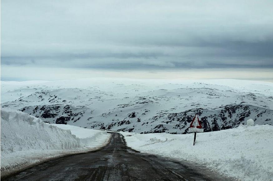 जगात सगळ्यात सुंदर ठिकाण कोणतं असेल तर ते आहे उत्तरध्रुव. जगातला शेवटचा महामार्ग इथेच आहे.