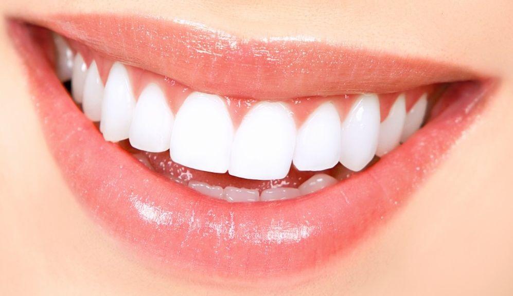 दात साफ करण्यासाठी उपयुक्त - मोहरीच्या तेलात मीठ टाकून दररोज दात घासल्याने दात चमकदार होतात. हा प्रयोग नियमित केल्यास दातांना कीड लागत नाही, दात स्वच्छ राहतात.