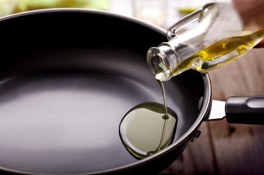 पचनक्रिया सुधारते - स्वयंपाक करताना दररोज मोहरीचं तेल फोडणीसाठी वापरलं तर पचनक्रिया सुधारते. अॅसिडीटी आणि पोटाचे विकार दूर होतात.