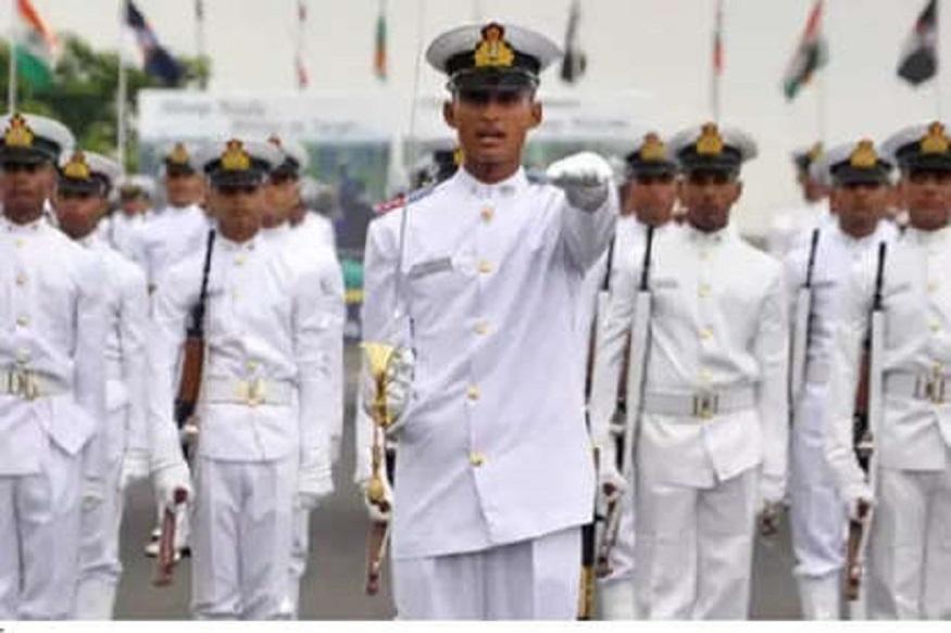 12 वी उत्तीर्ण असलेल्यांना भारतीय नौदलात संधी, 'या' पदांसाठी करा अर्ज