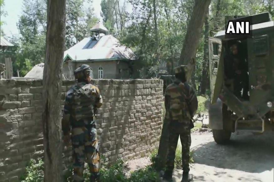 जवानांनी स्फोटकांनी घरच उडवलं, पुलवामा चकमकीत दोन दहशतवाद्यांचा खात्मा