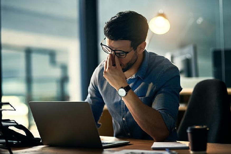 शिफ्टमध्ये काम करताना लक्षात घ्या 'हे' आरोग्याविषयीचे धोके