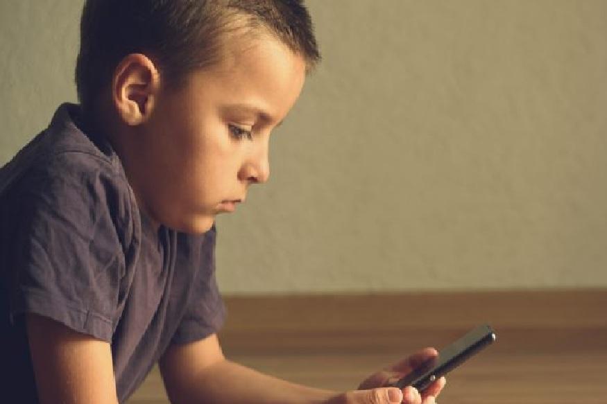 मुलांना घरी एकटं सोडताना लक्षात ठेवा 'या' 6 गोष्टी