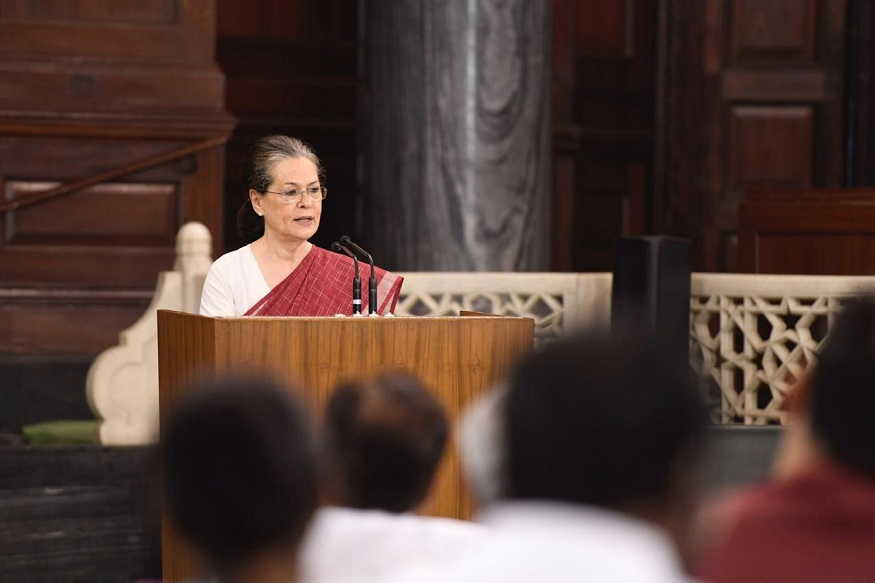 ट्विटरवरून काँग्रेसचे अध्यक्ष राहुल गांधी यांनी सोनिया गांधी यांचं अभिनंदन केले. शिवाय, काँग्रेस एक प्रभावी विरोधीपक्ष असेल असा विश्वास देखील व्यक्त केला.