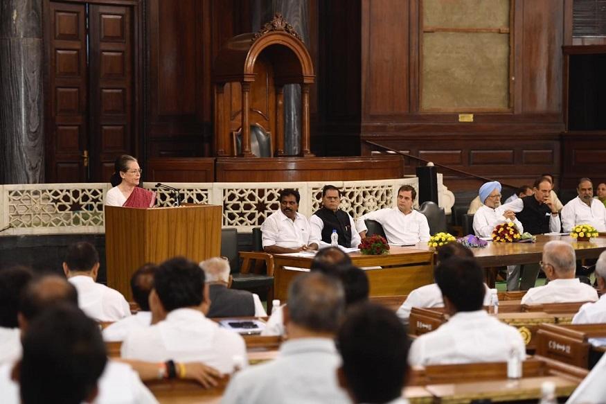 सोनिया गांधी यांनी देखील उपस्थित नेते आणि खासदार यांना उद्देशून भाषण केलं.