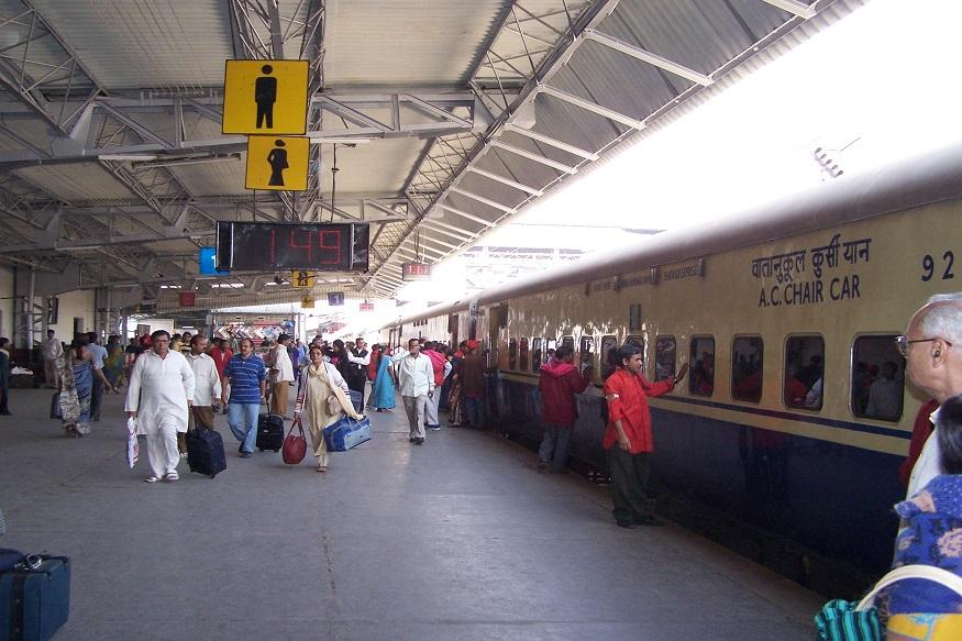 ट्रेन तिकिटांबद्दल रेल्वे आणणार 'हा' नवा नियम, प्रवाशांसाठी स्टेशनवर जास्त सुरक्षा
