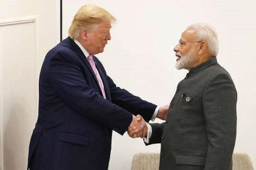 अमेरिकेचे राष्ट्राध्यक्ष डॉनल्ड ट्रम्प यांनी पंतप्रधान नरेंद्र मोदींचं ऐतिहासिक विजयाबदद्ल अभिनंदन केलं. तुम्ही खूपच चांगलं काम केलं आहेत, या शब्दात ट्रम्प यांनी मोदींची प्रशंसा केली.