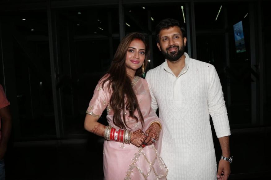 नुसरत आणि निखिल जैनने १९ जूनला हिंदू पद्धतीने लग्न केलं. तर २० जूनला ख्रिश्चन पद्धतीने लग्न केलं. त्यांच्या ख्रिश्चन पद्धतीच्या लग्नातील काही फोटो सोशल मीडियावर व्हायरल झाले असून लग्नानंतर दोघांनी बीच पार्टीही दिली होती.