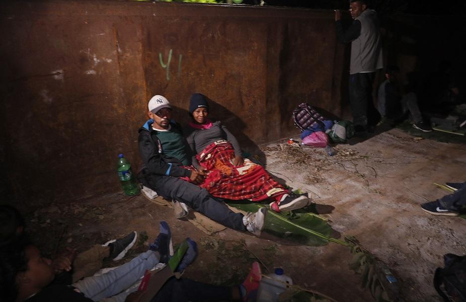 मेक्सिकोचे राष्ट्राध्यक्ष आंद्रेस मॅन्युअल लोपेज ओबराडोर यांनी याबदद्ल एक पत्रकार परिषद घेतली. निर्वासितांची स्थिती दुर्दैवी आहे, असं त्यांनी म्हटलं आहे.