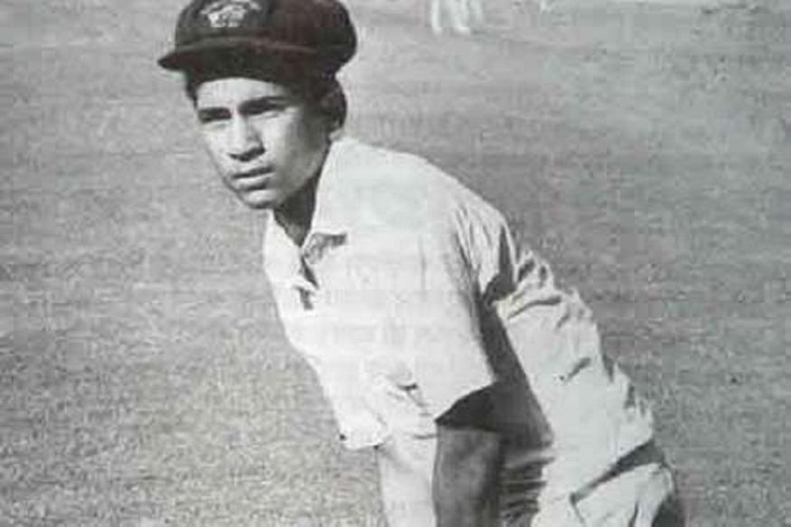 भारताचा माजी क्रिकेटपटू मास्टर ब्लास्टर सचिन तेंडुलकरच्या लहानपणीच्या फोटोची सध्या पाकिस्तानात चर्चा सुरू आहे. पाकिस्तानचे पंतप्रधान इम्रान खान यांच्या विशेष सहाय्यकाने एक ट्वीट केलं आहे. या ट्वीटवरून सध्या नईम उल हकला ट्रोल केलं जात आहे.