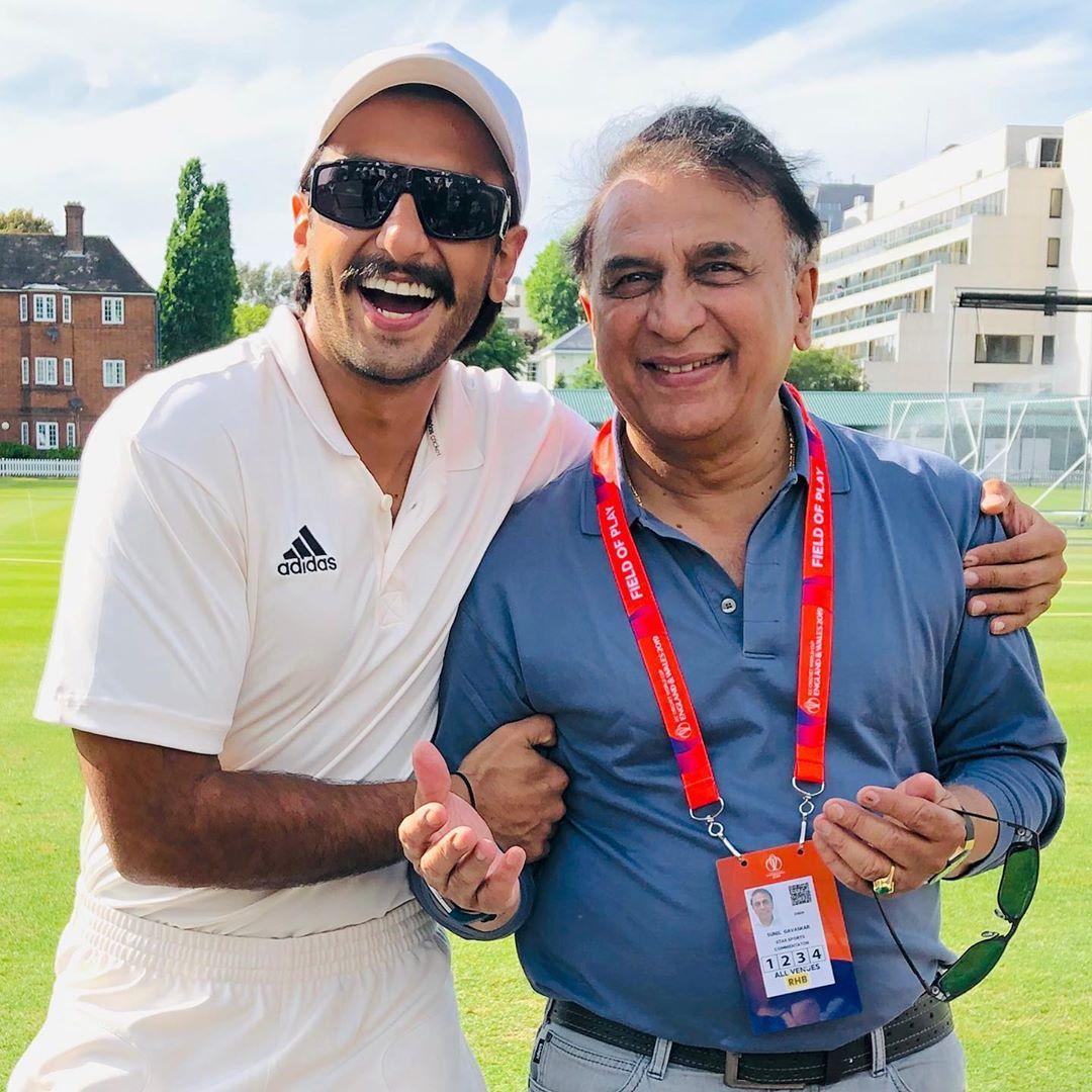 रणवीर सिंगने नुकतेच भारतीय क्रिकेट संघाचे माजी क्रिकेटपटू सुनील गावस्करचीही भेट घेतली.
