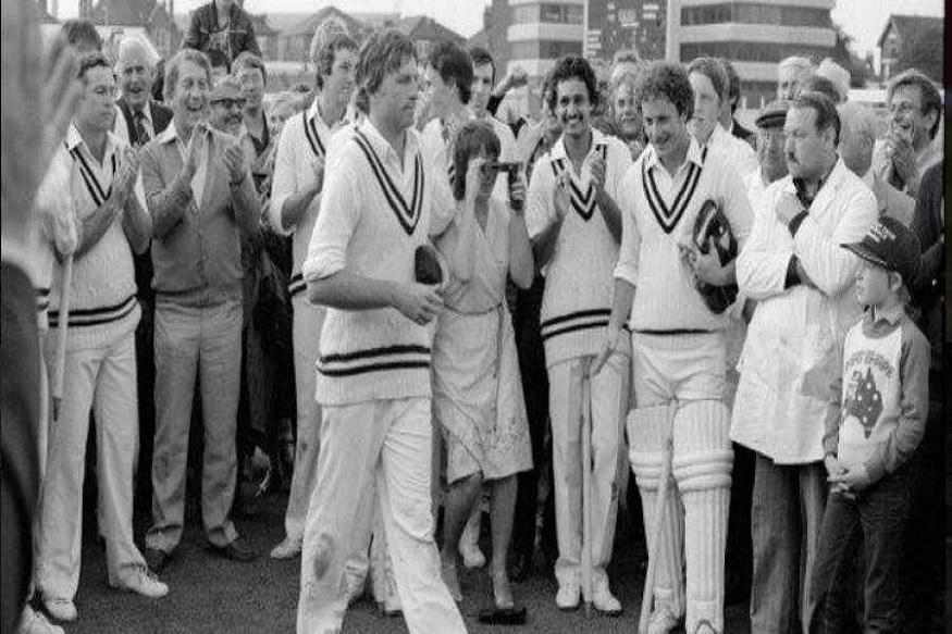 1983च्या वर्ल्ड कपमध्ये जिम्बाब्वे संघाने ऑस्ट्रेलियाला 13 धावांनी नमवत खळबळ माजवली होती. पहिल्यांदा फलंदाजी करताना जिम्बाब्वेने 239 धावा केल्या. मात्र ऑस्ट्रेलियाच्या बलाढ्य संघाला हे आव्हान पार करता आले नाही.