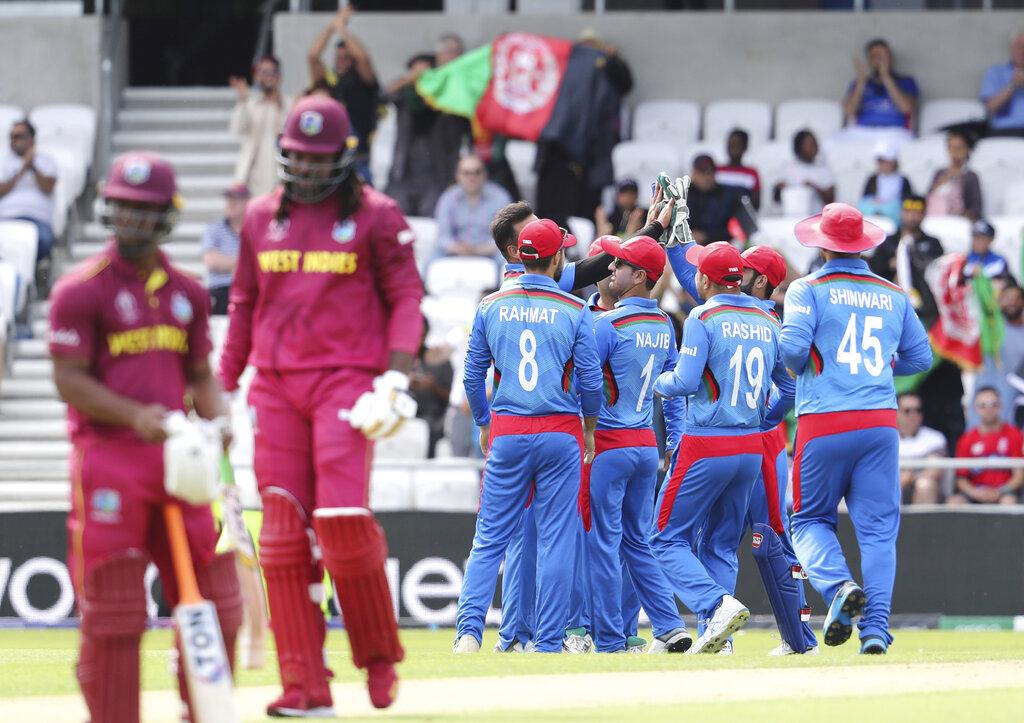 ICC Cricket World Cup मध्ये ख्रिस गेलला फलंदाजीत कमाल करता आली नाही. पण त्याने क्षेत्ररक्षण करताना झेल घेतल्यानंतर केलेल्या सेलिब्रेशननं पुन्हा सर्वांची मने जिंकली आहेत.