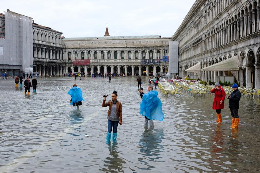 जगातलं एक सुंदर शहर म्हणून प्रसिद्ध असलेलं हे इटालियन लेक टाऊनवर पाण्यामुळेच संकट ओढावलं आहे. हा ग्लोबल वार्मिंगचा मोठा परिणाम आहे ज्यामुळे हे शहर पाण्याखाली जात आहे.