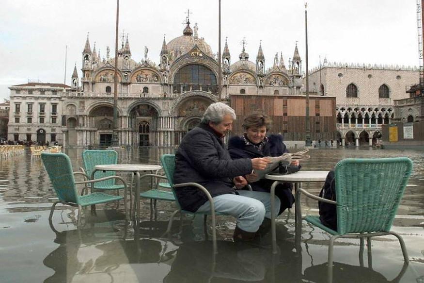 या घटनेची वैज्ञानिकांनीही पाहणी केली. तापमानात होणारे बदल हे या घटनेचं कारण आहे. इटलीच्या या शहराबाबत पाणी वाढणआर हे वैज्ञानिकांनी आधीच सूचित केलं होते. त्यांच्या मते, दरवर्षी हे शहर 0.8 ते 1 मिलीमीटर अधिक पाण्यात जाणार आहे.