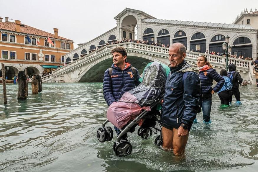 इंडिपिडेंट या वर्तमानपत्रात ग्लोबल वॉर्मिंगविषयी प्रसिद्ध केलेल्या 2017 च्या एका रिपोर्टनुसार, युरोपमध्ये ग्लोबल वॉर्मिंगच्या परिणांना लवकर नियंत्रित केलं नाही तर, व्हेनिस शहर पूर्णपणे उद्धवस्त होईल. पण, ज्यापद्धतीने शहरात पाण्याच्या पातळीत वाढ होतेय ते थांबवणं अशक्य आहे.