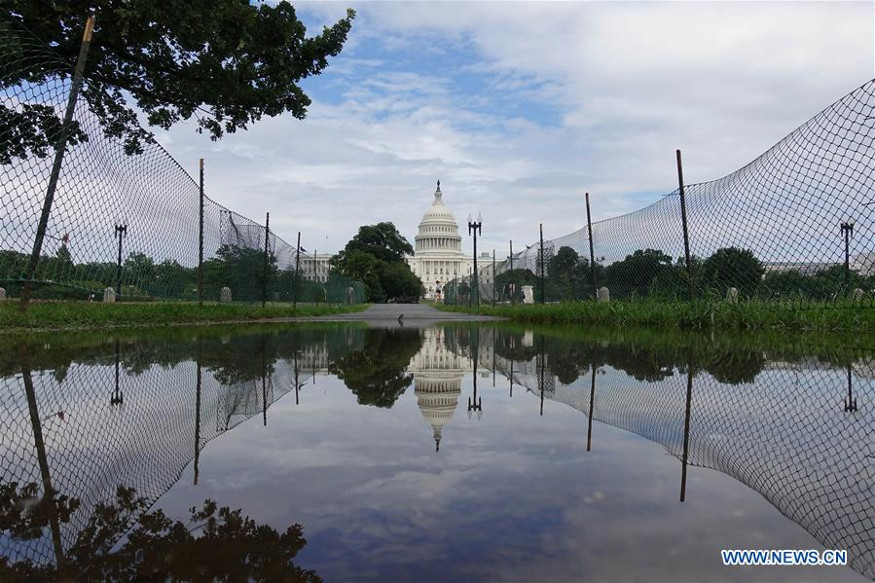 मुसळधार पावसामुळे वॉशिंग्टनमध्ये पूर आला असून व्हाईट हाऊससह आसपासच्या परिसरात पाणी शिरलं आहे.