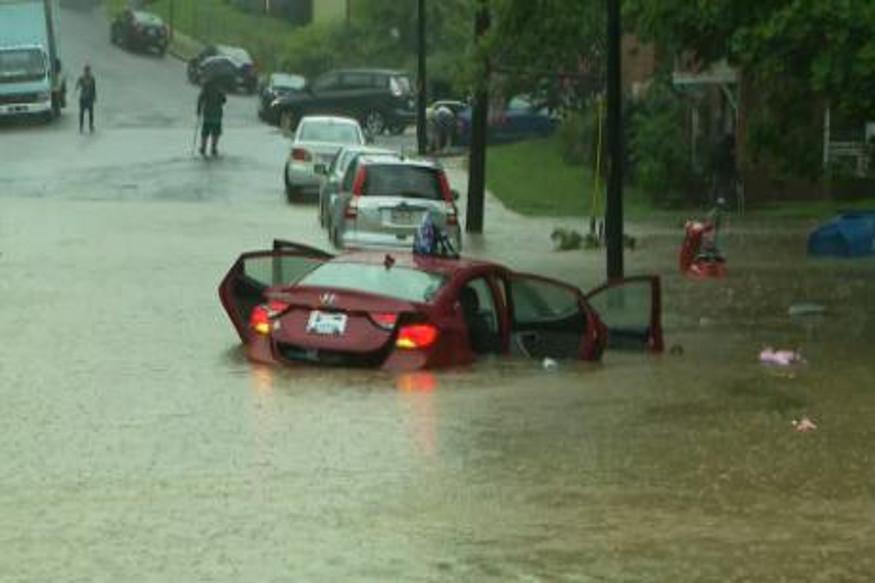 फॉक्स न्यूजनं दिलेल्या माहितीनुसार पुढील दोन दिवस जोरदार पाऊस पडणार आहे. त्यामुळे लोकांना घरातून बाहेर न पडण्याचं आवाहन करण्यात आलं आहे.