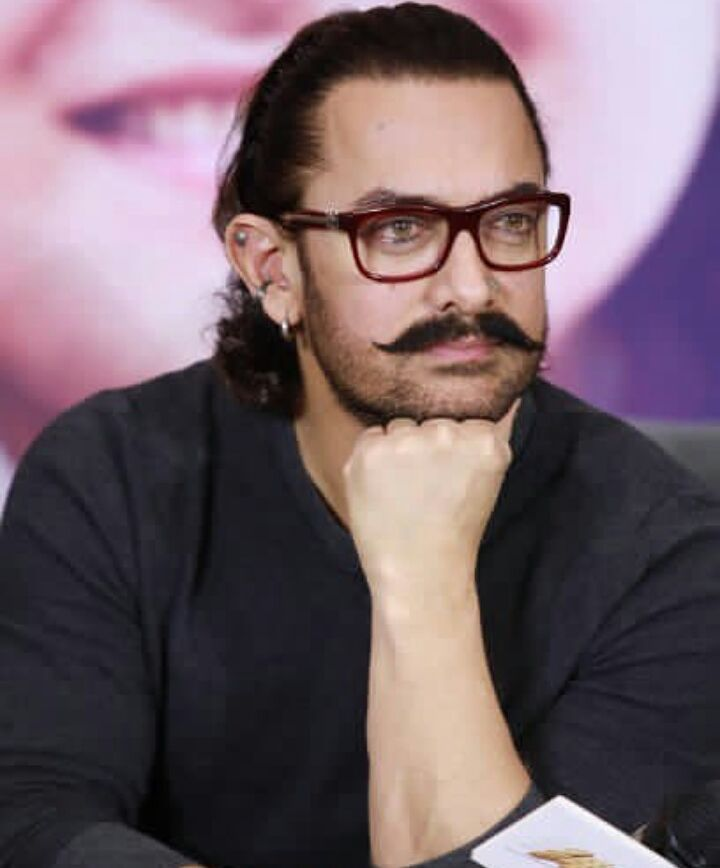सर्वाधिक मानधन घेणाऱ्यांच्या यादीत आमिर खानचा दुसरा क्रमांक लागतो. आमिर सध्या त्याचा आगामी सिनेमा 'लाल सिंह चढ्ढा'ची तयारी करत आहे. एका सिनेमासाठी आमिर तब्बल 45 कोटी एवढं मानधन घेतो.