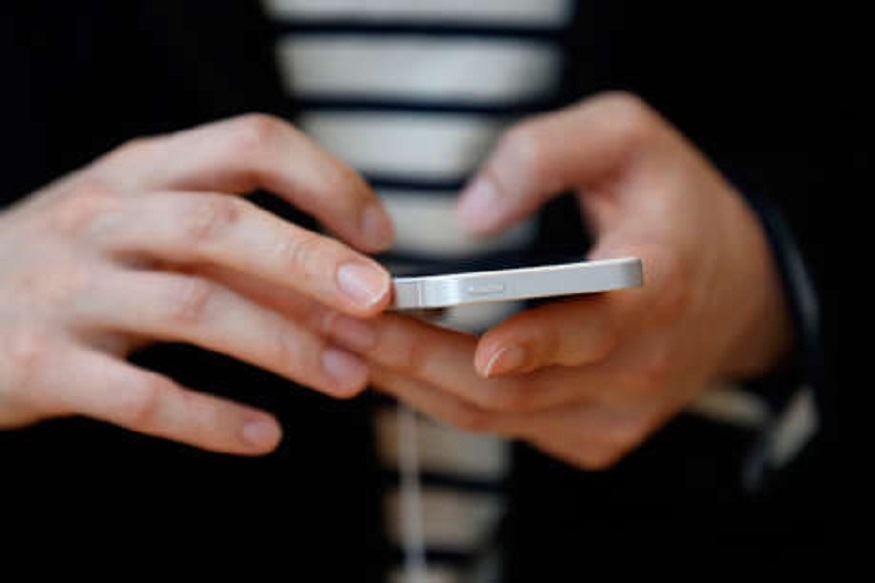 स्क्रीनचा ब्राइटनेस जास्त असेल तर त्याचाही परिणाम बॅटरीवर होतो. यासाठी फोनचा ब्राइटनेस आवश्यकता नसेल तेव्हा कमी ठेवा.