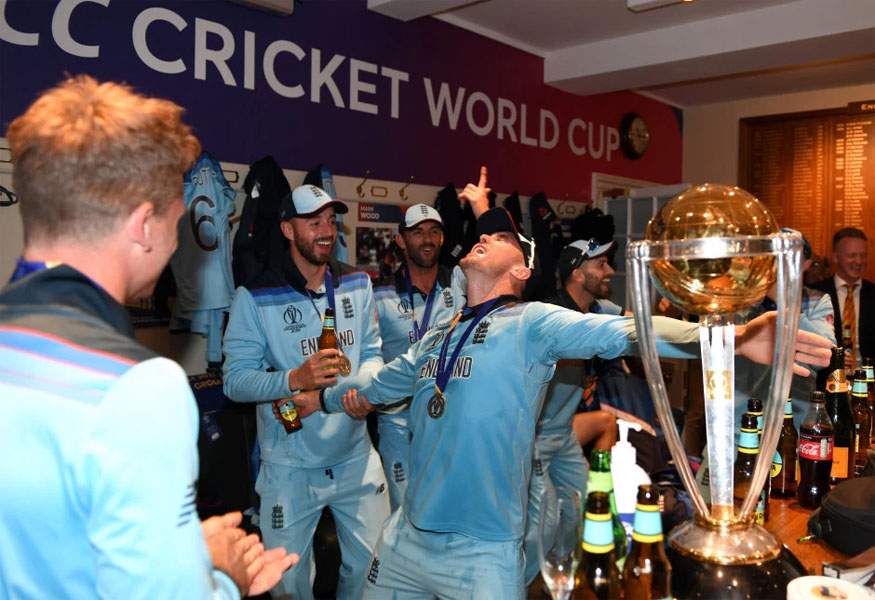 सुपर ओव्हरमध्येसुद्धा दोन्ही संघांनी 15 धावा केल्या. त्यानंतर सुपर ओव्हरच्या नियमानुसार इंग्लडला विजेता घोषित करण्यात आलं.