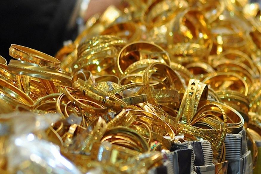 दिल्लीतील सराफ बाजारात 99.9 आणि 99.5 टक्के शुद्ध सोन्याच्या दरात 590 रुपयांनी वाढ झाली असून प्रति 10 ग्रॅमचा भाव अनुक्रमे 34 हजार 800 आणि 34 हजार 630 रुपये झाला आहे. सोन्याच्या 8 ग्रॅमच्या नाण्याची किंमत 200 रुपयांनी वाढून 27 हजारापर्यंत पोहचली आहे.