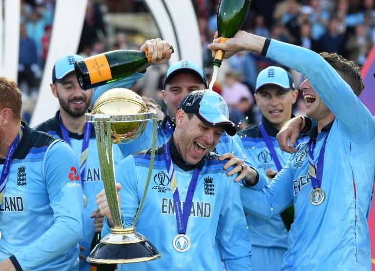 पहिल्यांदा विश्वविजेते झाल्यानंतरचा आनंद व्यक्त करण्यासाठी शब्दच नसल्याचं इंग्लंडच्या खेळाडूंनी म्हटलं होतं. विजेतेपदाचा आनंद साजरा करताना खेळाडूंसोबत त्यांचे कुटुंबीय होते.