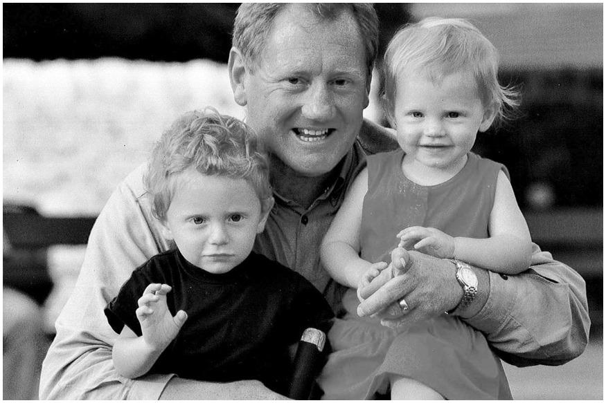 बेअरस्टोचे वडील आणि भाऊ दोघेही क्रिकेटपटू होते. बेअरस्टोचे वडील डेविड बेअरस्टो इंग्लंडचे यष्टीरक्षक होते. त्याचा भाऊ अँडी बेअरस्टो प्रथमश्रेणी क्रिकेट खेळला आहे. जॉनी बेअरस्टो 8 वर्षांचा असताना त्याच्या वडिलांनी आत्महत्या केली होती.