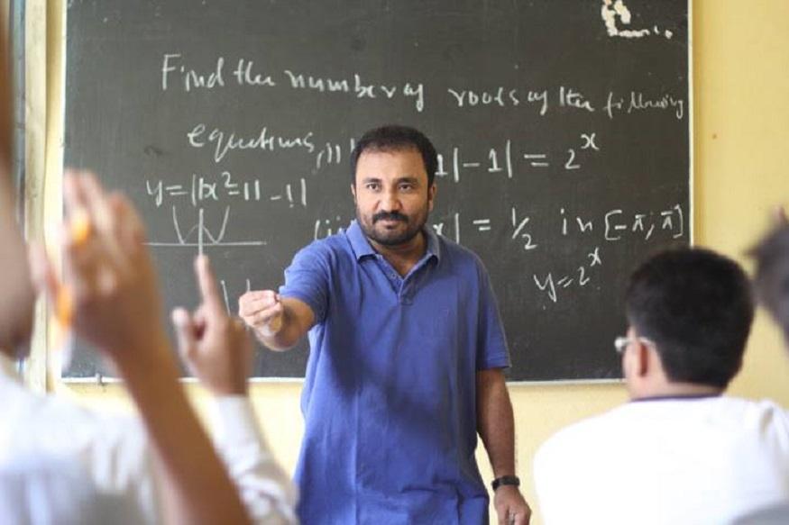 पटनामध्ये सुपर 30 कोचिंग क्लासेस चालवणारे प्रोफेसर आनंद कुमार यांच्या जीवनावर आधारित super 30 हा सिनेमा आज रिलीज झाला. या सिनेमातून प्रेक्षकांना आनंद कुमार यांच्याविषयी बरंच काही समजणार आहे. मात्र कमी लोकांना माहीत आहे की, सिनेमाचा रिअल हिरो एका गंभीर आजाराशी झुंज देत आहे.
