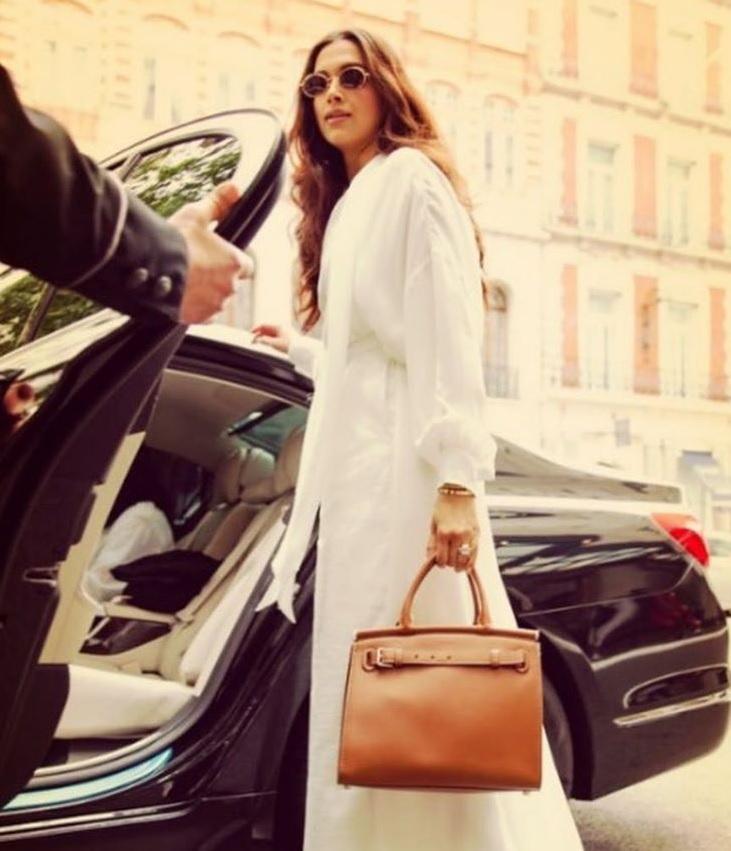 यावेळीही दीपिका फॅशन गोल्स द्यायला विसरली नाही. दीपिकाचा ड्रेस प्रसिद्ध फॅशन डिझायनर Ralph Lauren यानं डिझाइन केला. त्यामुळे अनिशा आणि दीपिकावर सर्वांच्या नजरा खिळल्या होत्या.