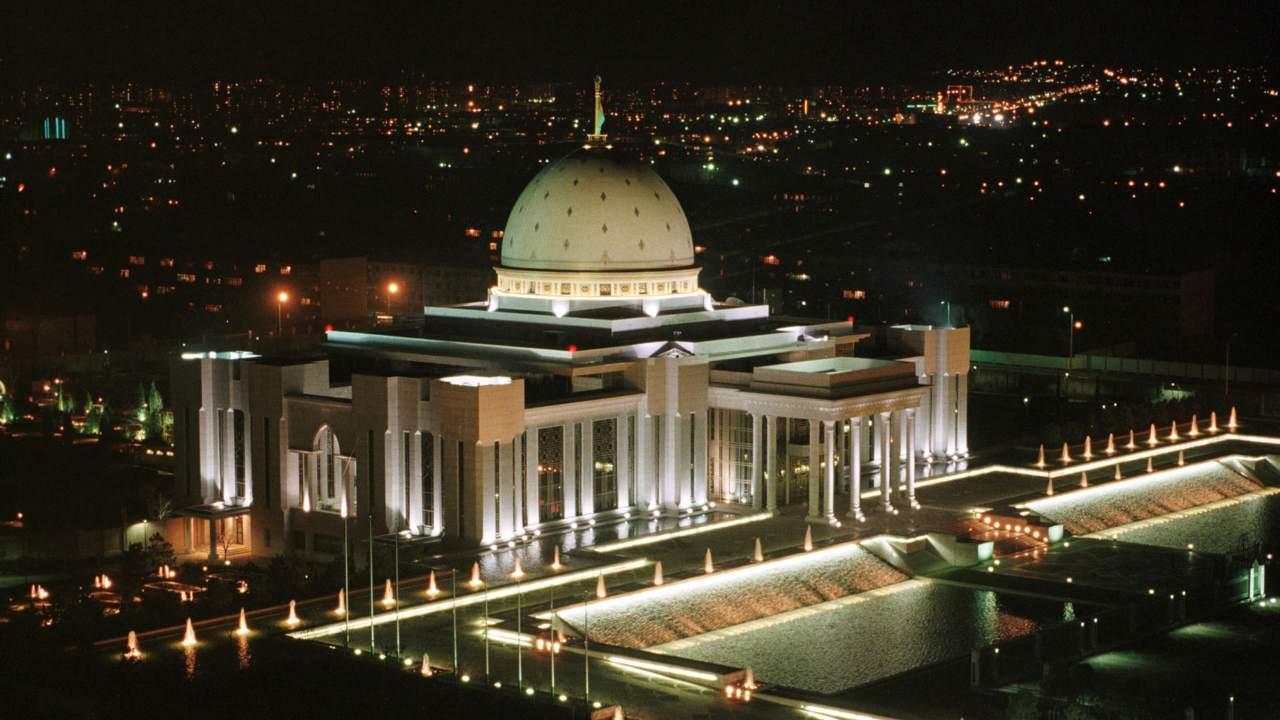 तुर्कमेनिस्तानमधील अश्गबत हे शहरसुद्धा महाग आहे. या यादीसाठी करण्यात आलेल्या निरीक्षणात असं दिसलं की, चलन आणि आयातीवरील वाढता कर यामुळे यादीमध्ये हे शहर सातव्या क्रमांकावर आहे. (फोटो : Reuters)
