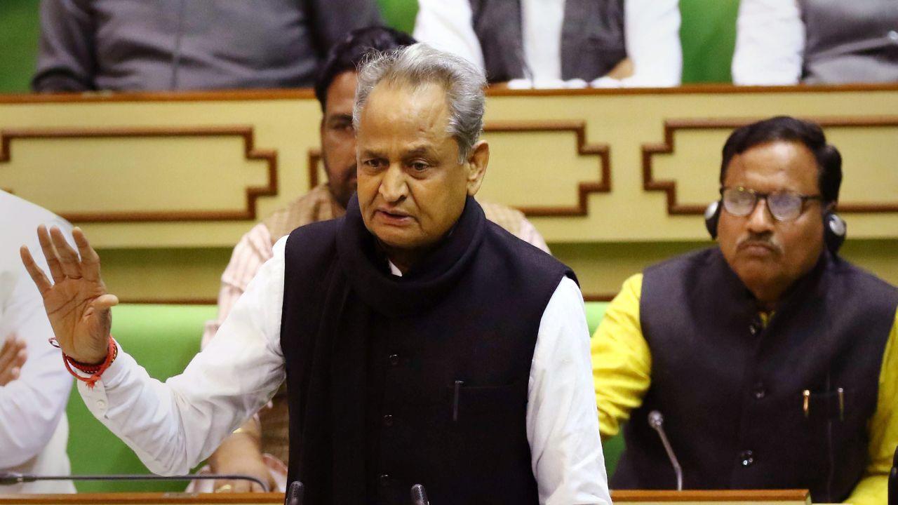 अशोक गेहलोत : राजस्थानचे मुख्यमंत्री अशोक गेहलोत हे पक्षाच्या खराब कामगिरीमुळे वादात सापडले होते. पण त्यांचंही नाव अध्यक्षपदासाठी चर्चेत आहे.