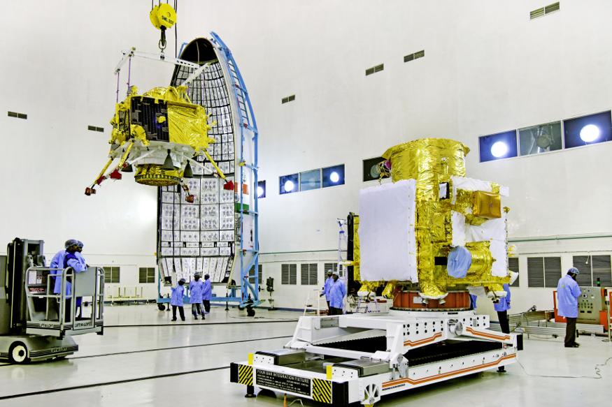भारतीय अवकाश संशोधन संस्था इस्रो च्या चांद्रयान -2 च्या लाँचिंगची तयारी पूर्ण झाली आहे.  15 जुलैला हे लाँचिंग होणार आहे.